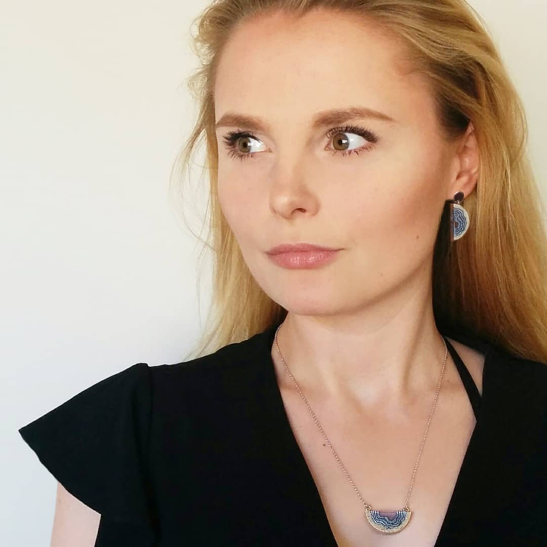 Exquisite Jewelry Made From Sand And Resin Sells Like Hot Cakes 2